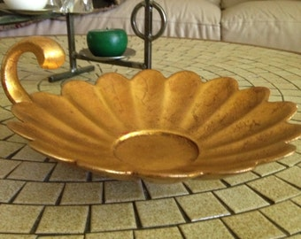 Vintage Gold Leaf Flower Dish with Handle by Anthony Freeman McFarlin 553 USA   Gold Gilt Hollywood Regency Scalloped Dish   Coffee Table