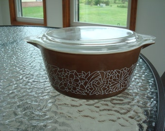 Vintage Round Pyrex Woodland Brown 1.5 Quart Casserole Dish with Lid / Made in USA
