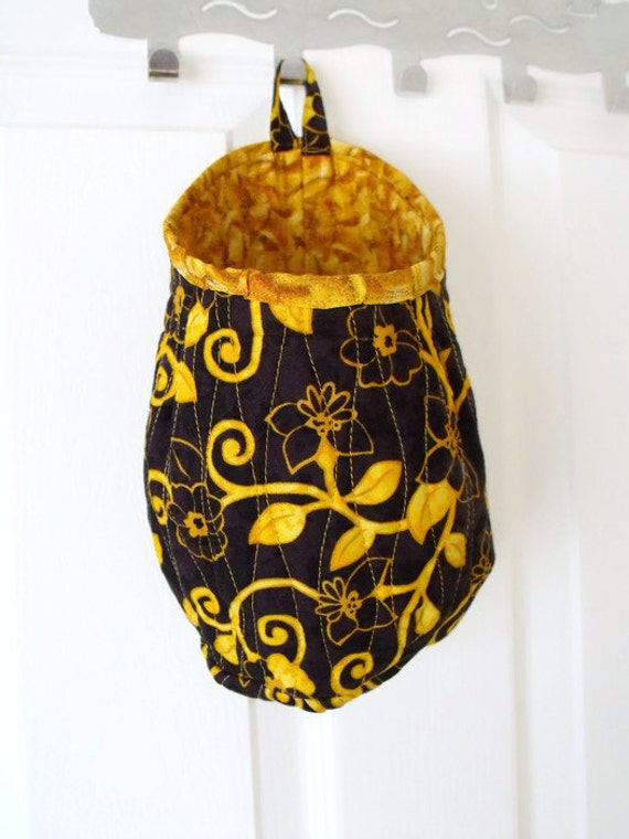 hanging pod, door handle bag, quilted hanging organiser, key storage, phone holder, do not forget bag, fabric pouch