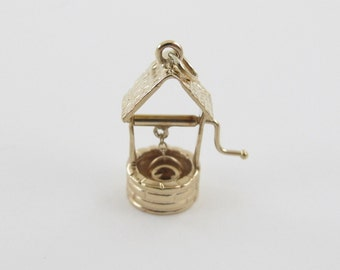 14K Yellow Gold Wishing Well Charm Moveable Pendant 2.7 grams