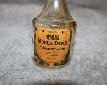Vintage Small Wine Bottle, Mogen David Distributor and Maker, Wine, Chicago Il., Made in USA Concord Wine, 12 % Alcohol by Volume, Bottle
