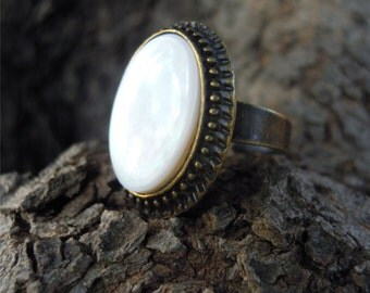 Bronze ring with mother of Pearl