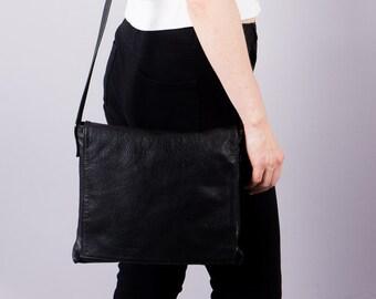 Vintage handbag - leather bag - cross over bag - shoulder bag - shoulder bag - black - mini shopper - elegant - 90 s handbag