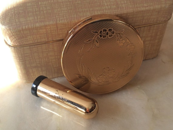 Vintage hazel bishop ultra matic compact mirror with click in for Mirror 0 matic