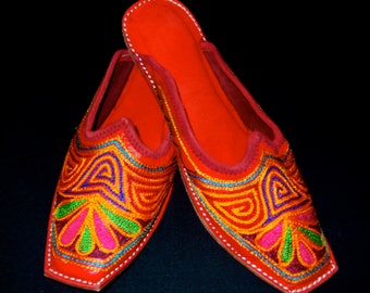 Rajasthani Tribal Gypsy Handmade Leather Embroidered Shoes Mojare Khussa sz.7.5