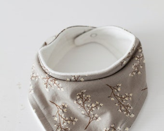 Modern Baby Bandana Bib - Baby Drool Bib / Neutral White Blossoms