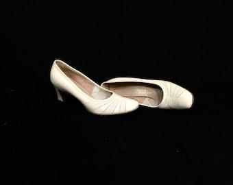 1960's Heels | Serenades by Florsheim White Heels | Size: 7