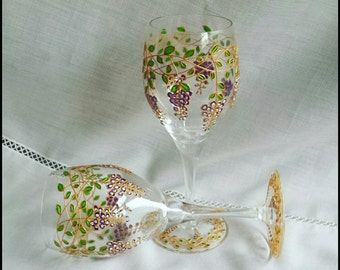 Set of 2 hand painted wine glasses, Glicinia, wedding gift