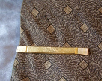 long Modern Tie Bar Clip w vertical Ribs on Linen texture gold Finish - vintage Contemporary MOD mens Classy Business Groom WEDDING Jewelry