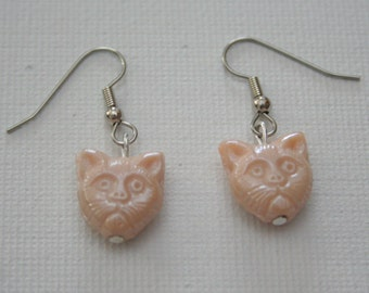 Ecru Grumpy Cat Earring