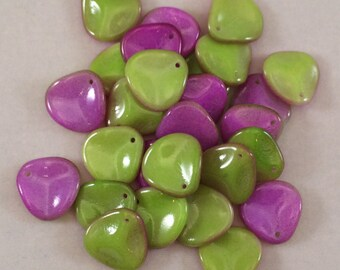 Rose Petal Beads, 14x13mm, Chalk White Funky Orchid, 03000-95001, 25 Beads, Czech Glass