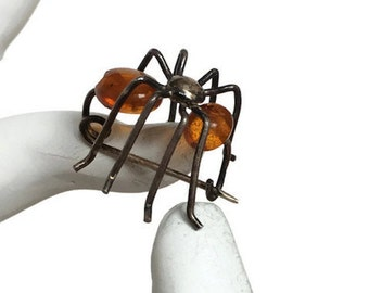 Vintage spider pin metal wire legs amber bead body halloween jewelry
