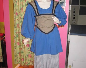 In balance COSTUMES/costume for medieval size small/medium woman