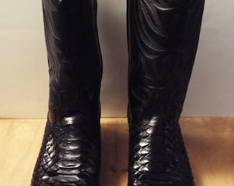 Ladies Vintage Laredo Black Snakeskin and Leather Western Boots. Size 9 1/2 M. Free Shipping!
