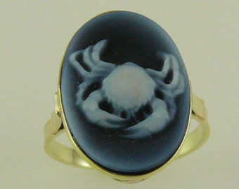 Cameo Crab Blue Agate Ring 14k Yellow Gold