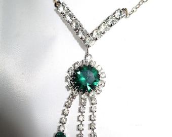 Beautiful vintage vintage 1950s emerald rhinestone necklace