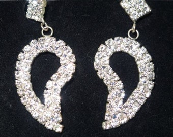 Lovely silvertone rhinestone dangle earrings