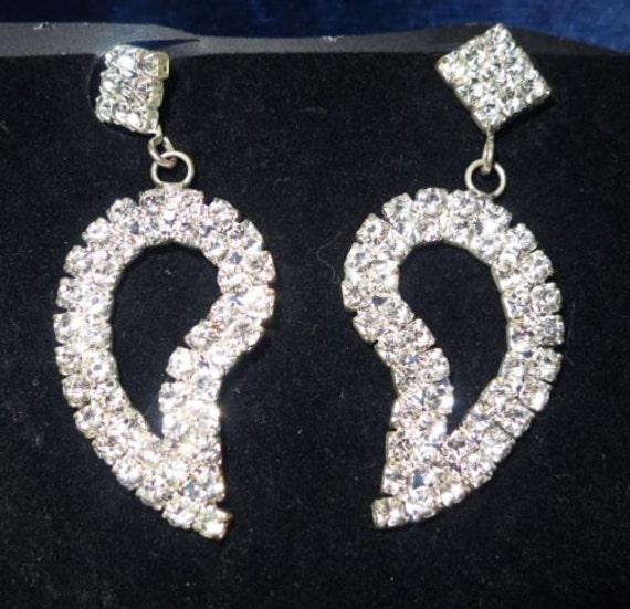 Lovely silvertone rhinestone dangle earrings