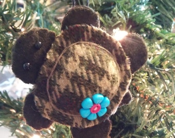 Turtle Ornament w/blue & pink button