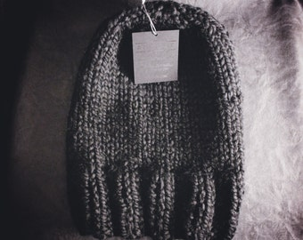 HAND-KNIT noir HAT