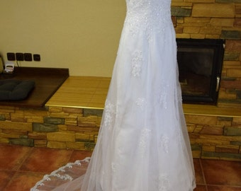 Lace strapless wedding dress