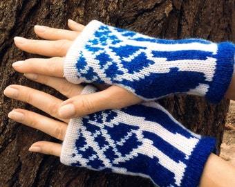 Ladies fingerless gloves fingerless mittens driving gloves wool mittens Handmade mittens blue white mittens womens mitts knit gloves knitted