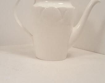 Good as new Coalport Oceanside teapot; teapot with shells