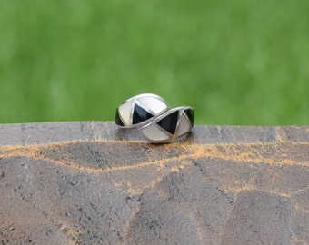 Mother of Pearl and Black Stone Inlay Retro Design Vintage Silver 925 Ring, US Size 4.5, Used