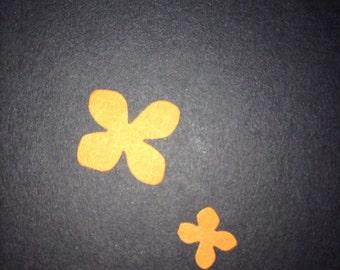 180ct- 2 size orange flower confetti