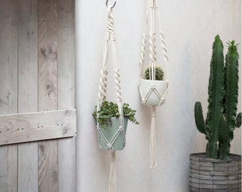 Macrame Plant Hanger / Plant Holder / Hanging Planter / Macrame Plant Holder / Pot Hanger