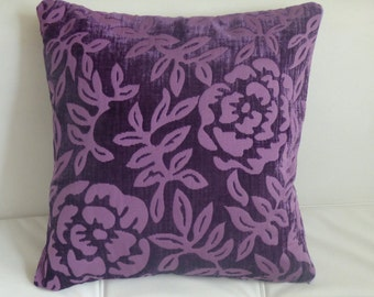 "Decorative pillow of flowers 18"" x 18"""