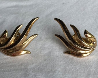 Vintage Trifari Gold Toned Clip On Earrings