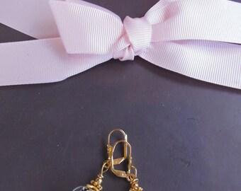 Pair of earrings spun gold leaf glass