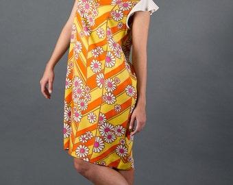 Flower dress in yellow-orange vintagem fabric