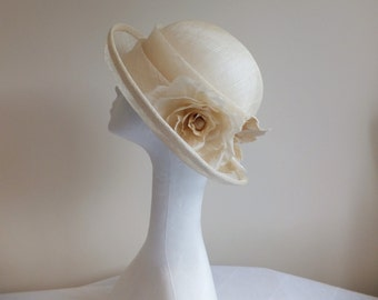 Cream sinamay 1920s style cloche hat