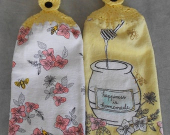 Crocheted Top Honey bee and Dogwood blossom Kitchen Towel Set - Bee and Dogwood Blossom Granny Kitchen Towels - Honey Bee Hand Towel Set