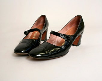 Vintage 1960s Mary Janes - Black Patent Leather Shiny Mod Heels - Size 7 AA