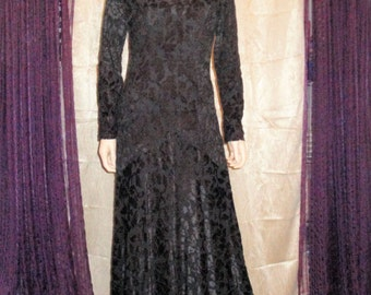 Vintage Sue Wong Black Velvet Evening Dress, Full length Sz Med New Old Stock w/ Tag, Lace Design Back with Scroll Trim, Gorgeous