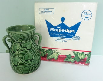 Royledge Decorative Shelf Lining Paper and Edging,  Green Ivy & Red Bricks Border, Unused in Original Packaging, 15 Feet in Length