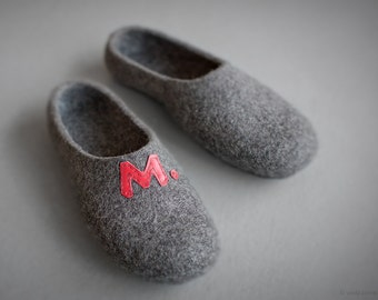 Personalized men slippers Heart initial shoes Eco friendly Father's - Valentine's day gift for him Felted organic wool dark gray slippers