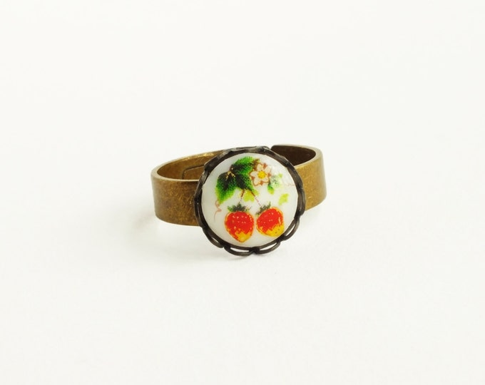 Strawberry Ring Small Berry Ring Vintage Fruit Cameo Ring Cute Glass Ring Victorian Tutti Fruitti Jewelry Strawberries