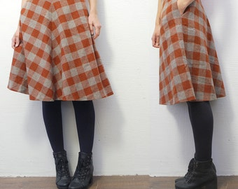 SALE...70s plaid skirt. checked midi skirt. wool skirt - xs, small