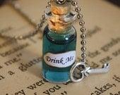 Alice in Wonderland Drink Me Vial Necklace - Drink Me Necklace - Alice Costume - Halloween Jewelry