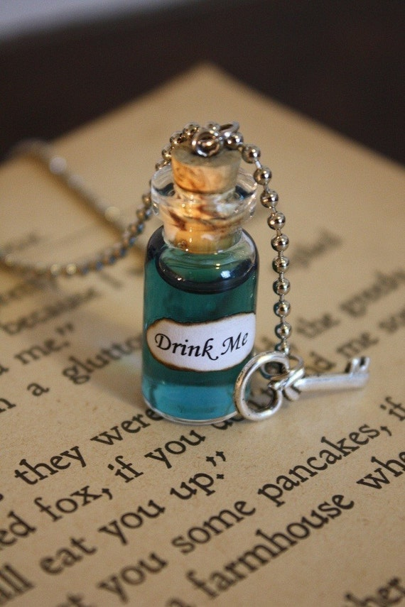 Alice in Wonderland Drink Me Vial Necklace - Drink Me Necklace - Alice Costume - Halloween Jewelry