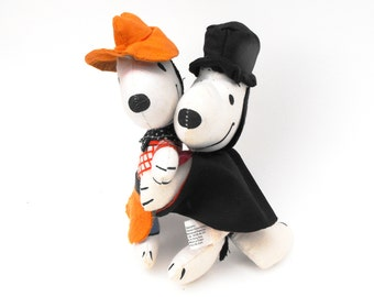 1966 Snoopy Magician & Cowboy Peanuts Charlie Brown Memorabilia Dog United Feature Syndicate Charles M. Schulz Nostalgia Stuffed Animal Toys