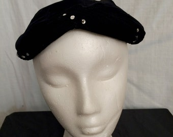 Vintage 1950s Chic Black Velvet Toque Hat with Rhinestones