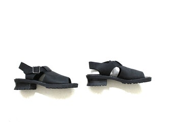 Vintage Leather Sandals 8 / Black Leather Sandals / Chunky Sandals / T Strap Sandals