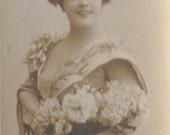 Germaine Galloise, Belle Epoque Soprano, Bookmark Sized Postcard, Leopold Reutlinger, circa 1905