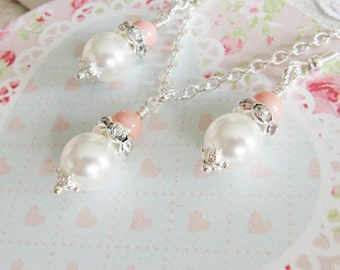 Peach Pearl Bridesmaid Jewelry Set, Bridesmaid gift, pearl earrings, pearl necklace, peach weddings, Europe