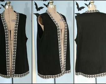 Vintage Womens 1960s 1970s Black and Silver Knit Vest Silver Metallic Thread Open Size Mod Retro